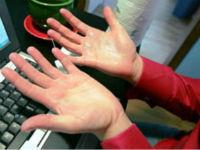 Боль в кистях рук