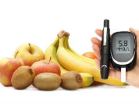 фрукты, глюкометр и шприц-ручка