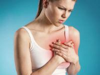 У женщины болит в области сердца