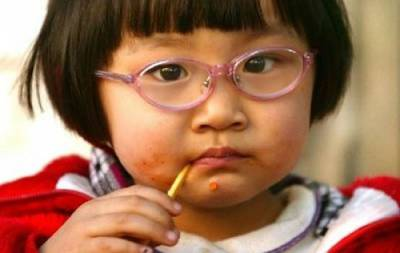 Китайский ребенок в очках