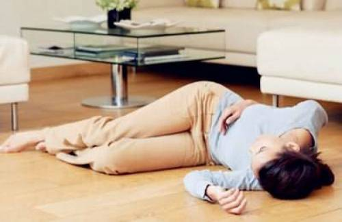 Обморок у женщины