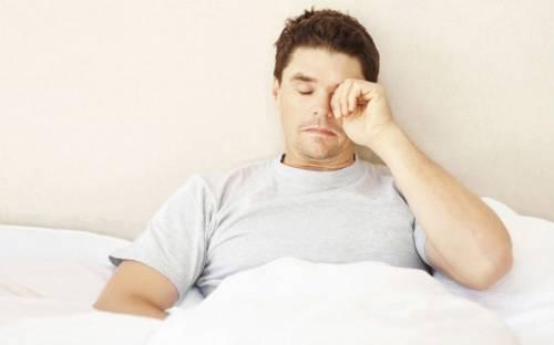 Общая слабость и сонливость у мужчины