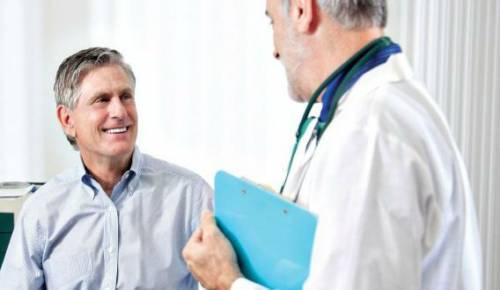 Врач на приеме у пациента