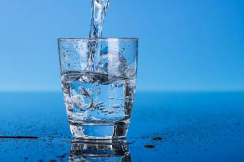 Стакан с чистой водой